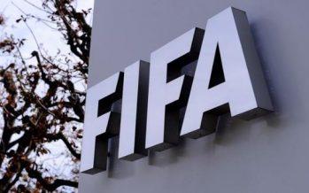 FIFA inhabilita de por vida a tres dirigentes por corruptos