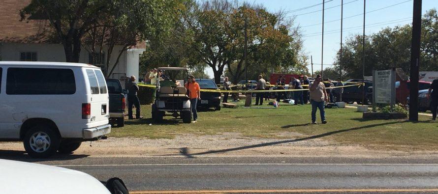 Confirman al menos 28 muertos, en ataque a templo texano