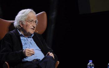 Cambio climático y migración, las crisis del futuro: Noam Chomsky