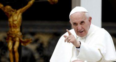 El Papa llega a Chile y lo reciben con protestas