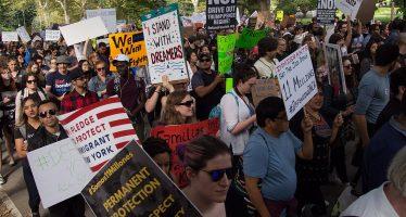 Juez bloquea decisión de Trump de cancelar el DACA