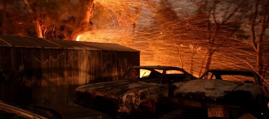 Incendio forestal destruye cientos de casas en California