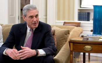 Senador Warner advierte a Trump no destituir a Mueller