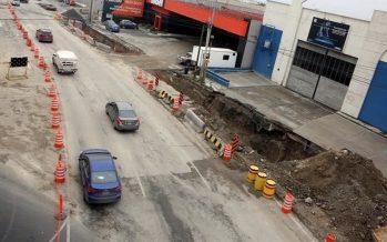 Reabren a circulación avenida en Monterrey afectada por socavón