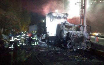 Autopista México–Cuernavaca lenta, tras incendio de tráiler