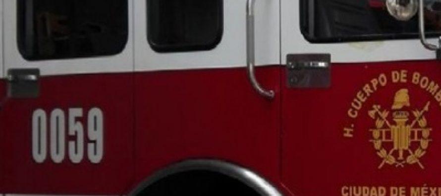 Bomberos sofocan incendio de vehículo en la colonia Guerrero