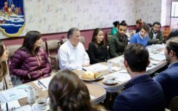 Meade se reúne con jóvenes en Querétaro