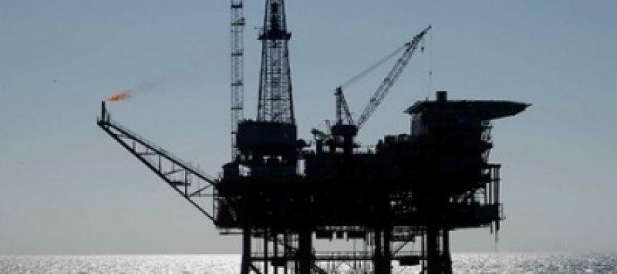 Precios del crudo caen ante aumento de producción en EUA