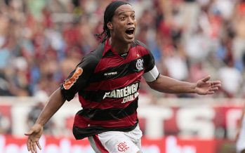 Brasileño Ronaldinho se retira oficialmente del futbol