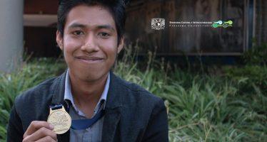 Alumno mixteco gana oro en Olimpiada del Conocimiento
