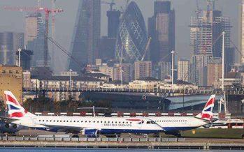 Cierre de aeropuerto de Londres afecta a miles de pasajeros
