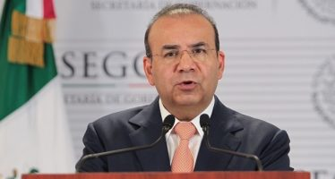 Diálogo, vital para resolver diferencias: Navarrete Prida