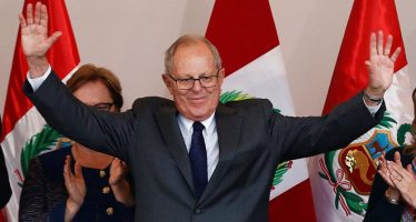 Aprueba Congreso peruano renuncia de Kuczynski