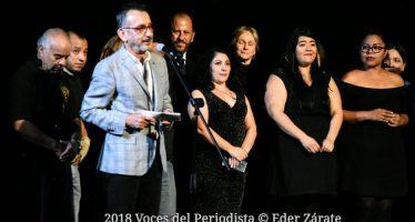 Entregan Medalla al Mérito Institucional al Teatro de la Ciudad Esperanza Iris