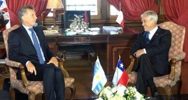 Piñera sostiene reunión con Macri antes del cambio de mando