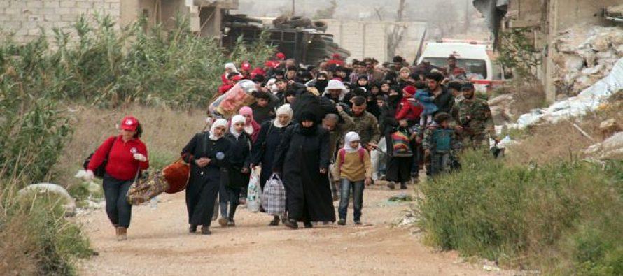 Civiles salen de Duma por el corredor humanitario