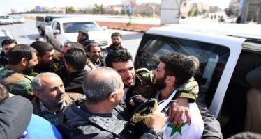 Liberan civiles y soldados secuestrados por terroristas