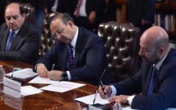 Segob e INE presentan protocolo de protección a candidatos.