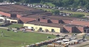 Al menos nueve muertos por tiroteo en escuela preparatoria de Texas