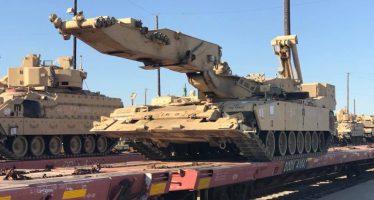 Un tren con tanques de EE.UU. se dirige hacia Europa