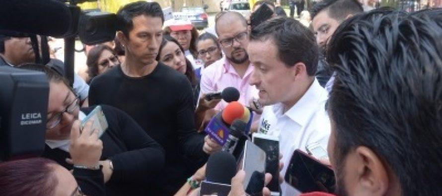 Mikel Arriola cuestiona uso de tabletas para taxistas