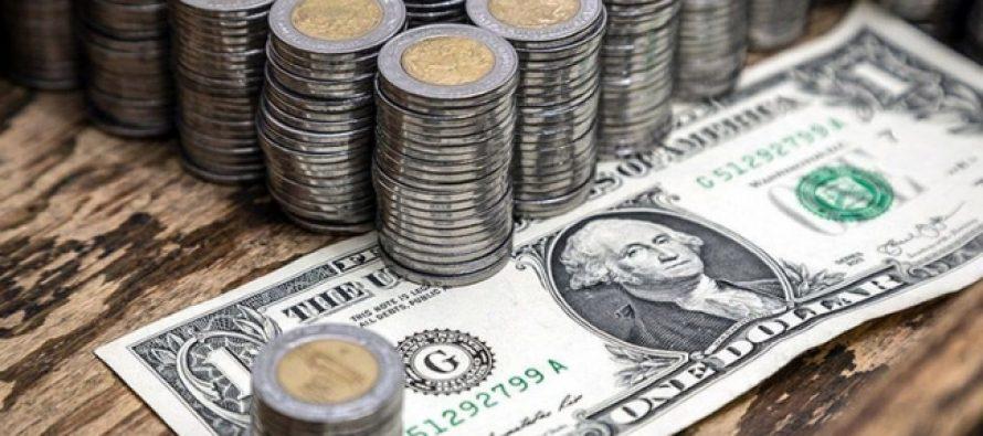 Dólar gana y supera de nuevo los 19 pesos, en bancos de la capital