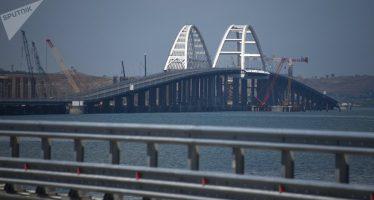 Rusia responde amenaza de destruir el puente de Crimea