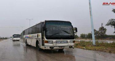 Autobuses entran en la ciudad de Rastan para sacar los armados