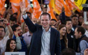 """Con la """"V"""" de la victoria en alto, Anaya llama a conquistar el voto"""