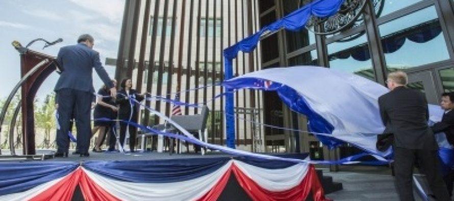 EUA inaugura embajada de facto en Taiwán; China, protesta