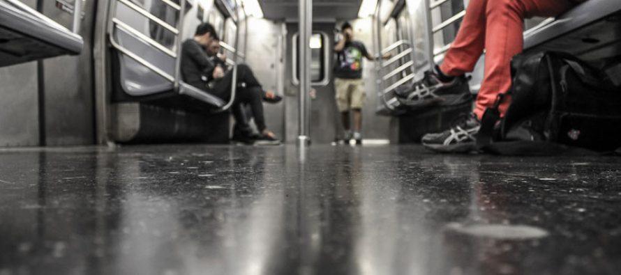 Anciano abofetea a mujer en metro de China