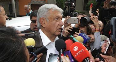 """Multa del INE a Morena, """"una vil venganza"""": López Obrador"""