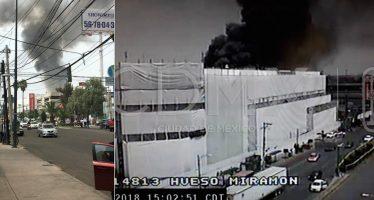 Controlan incendio en plaza Galerías Coapa