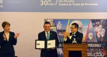 Correos de México se suma con estampilla a campaña contra la trata