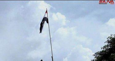 Ejército sirio iza bandera nacional en frontera de Nasib