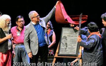 """Entregan reconocimiento a Enrique Cisneros """"El Llanero Solitito"""" por su trayectoria dentro de la Muestra de Teatro de la Ciudad de México"""