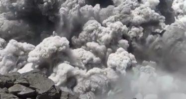 Más de 500 turistas atrapados cerca de volcán tras sismo en Indonesia