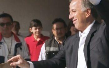 Meade emite su voto en la colonia Chimalistac