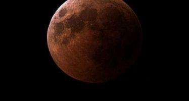 A punto de culminar eclipse total de Luna