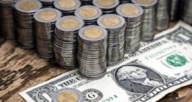 Dólar cierra al alza; se vende hasta en 19.03 pesos en bancos