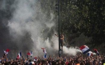 Reportan dos muertos en Francia durante festejos por ganar Mundial