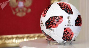 Hallan un chip en el balón que Putin le regaló a Trump