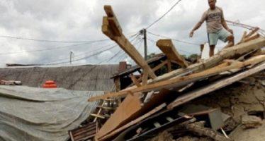 Decenas de réplicas tras fuerte sismo en Indonesia, que dejó 14 muertos