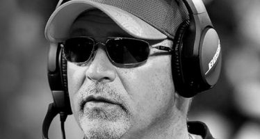 Muere Tony Sparano, coordinador ofensivo de Vikingos en NFL