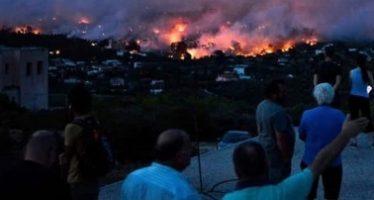 Tras incendios en Grecia, aguacero azota alrededores de Atenas