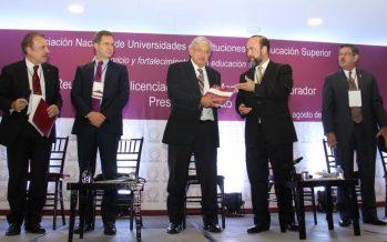 El presidente electo López Obrador dialoga con rectores de universidades