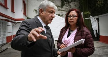 López Obrador se reúne con algunos de sus colaboradores