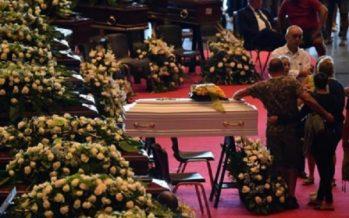 Celebran los primeros funerales de víctimas del puente caído en Génova