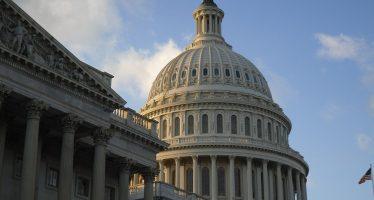 En la mira, legisladores de EEUU con cargos en juntas directivas de empresas