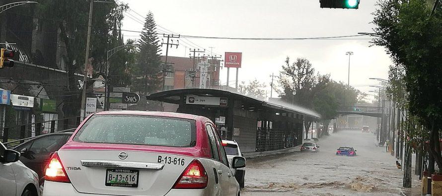 Lluvias interrumpen servicio en seis estaciones del Metrobús